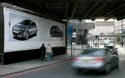 Roadside advertising site - Waterloo Bridge