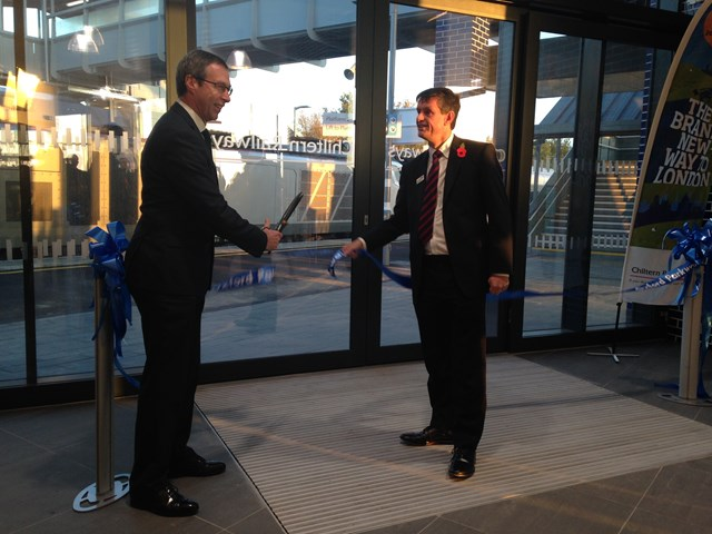 Chiltern Railways and Network Rail open new rail line connecting Oxford and London - 1: Martin Frobisher from Network Rail and Rob Brighouse of Chiltern Railways officially open Oxford Parkway station.   Chiltern Railways launches its new services into London Marylebone, connecting Oxford with the capital, following a unique £320m investment by the franchise operator and Network Rail.