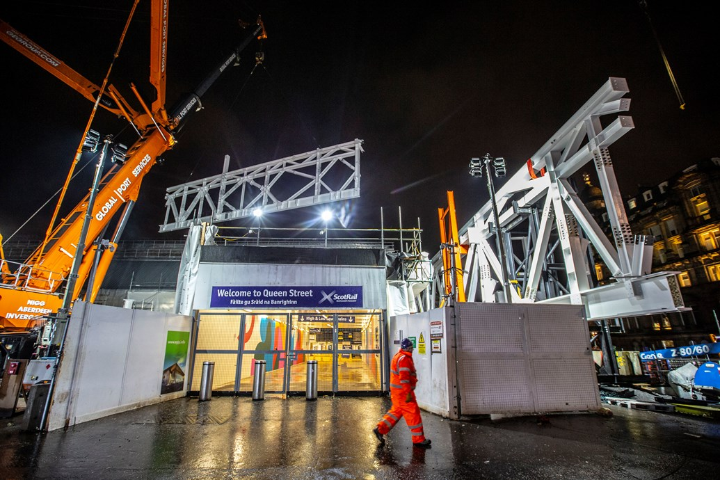 Big lift for Queen Street as structural steelwork begins: Peter Devlin - QueenStCraneLift 7