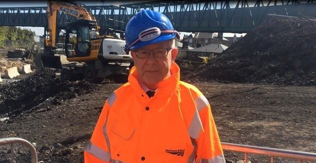 Bruce Crawford MSP visits Kerse Road to view progress: Bruce Crawford-2