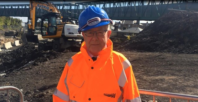 Bruce Crawford MSP visits Kerse Road to view progress: Bruce Crawford-2