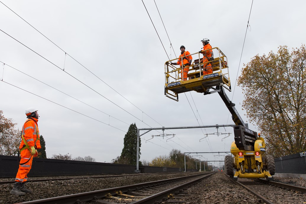 First electric wires for Crossrail programme switched on in Thames Valley: Electrification for Crossrail programme 252889