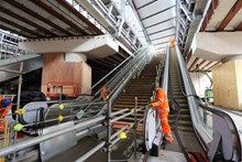 New escalators LBG: Two new escalators are installed in the final section of the new, street-level concourse at London Bridge, due to open in January 2018.