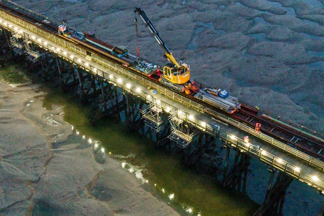 Barmouth-Viaduct-night-time-work-Oct-2020-1-900x600-c (1)