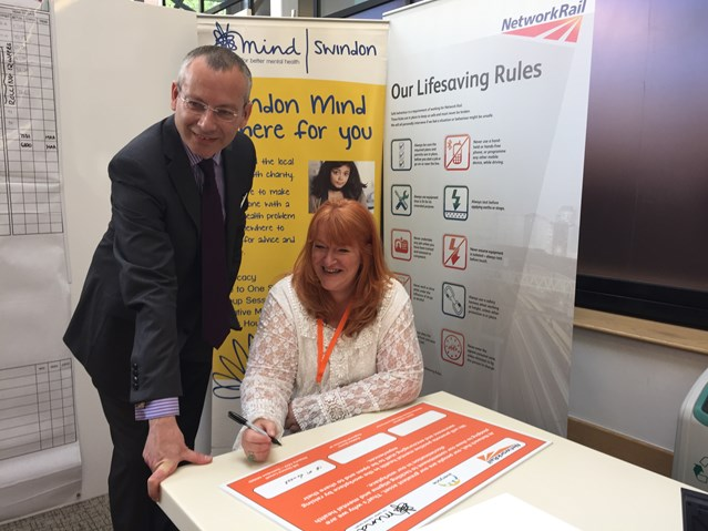 Network Rail pledges commitment to raising awareness of mental health in the workplace: Signing of the mental health awareness pledge in Swindon