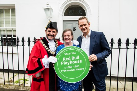 TV star unveils Islington Heritage Plaque to celebrate Red Bull Playhouse: LBI Plaque