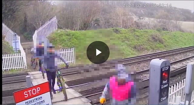 VIDEO: Warning after two trains forced to make emergency stops when crossing users ignore red lights in Kent: Cyclist trespass 2