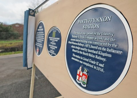 Plaques were unveiled at Pantyffynnon Station today