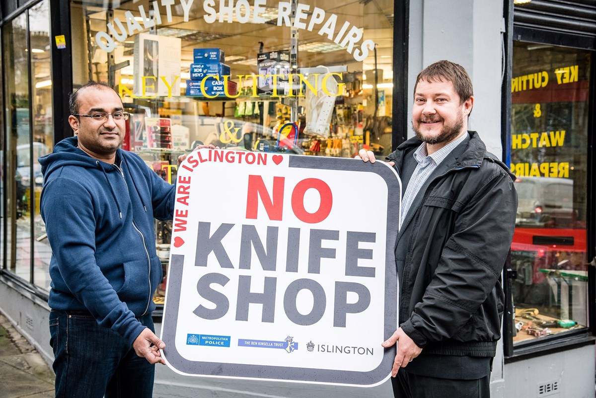 Islington No Knife Shop 3: Vinay Chohan with Cllr Andy Hull, Executive Member for Finance, Performance and Community Safety