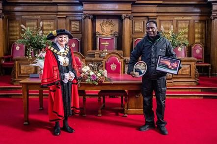 Islington Mayor Cllr Burgess with Caretaker of the Year Francis Oduro