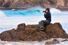 Photographer capturing a seascape near Mangersta, Isle of Lewis, Western Isles Area.©Lorne Gill/SNH: Photographer capturing a seascape near Mangersta, Isle of Lewis, Western Isles Area.©Lorne Gill/SNH