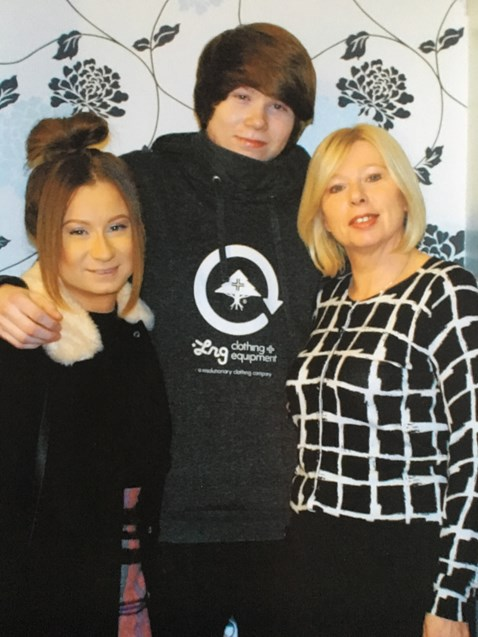 Tom Hubbard, mum Siobhan and sister Katie