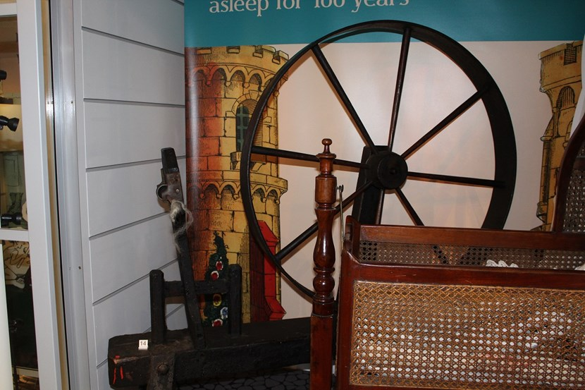 Object of the week- vintage spinning wheel: 001.jpg