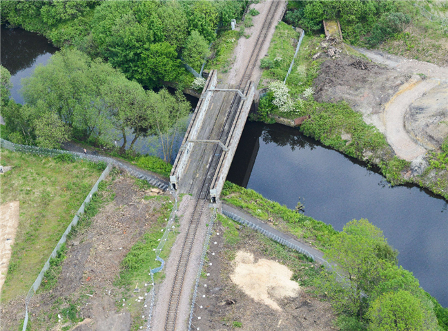 Major upgrade to railway bridge in Sheffield means temporary changes to towpath: Aerial view of Halfpenny bridge