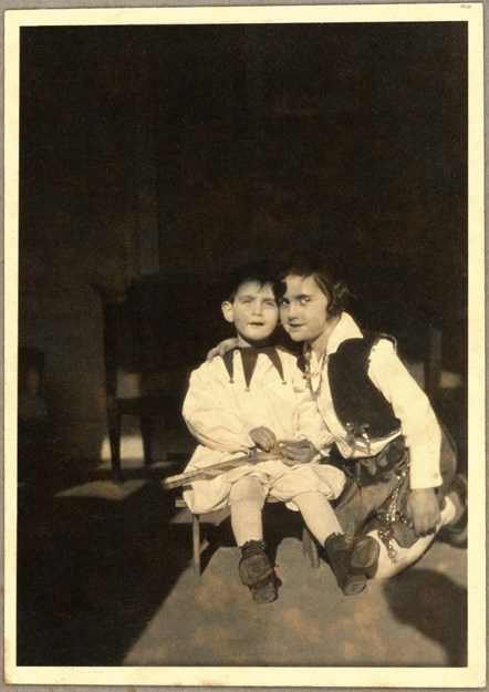 Margot and Anne in Fancy Dress, 1932. Image courtesy of the Anne Frank Trust.