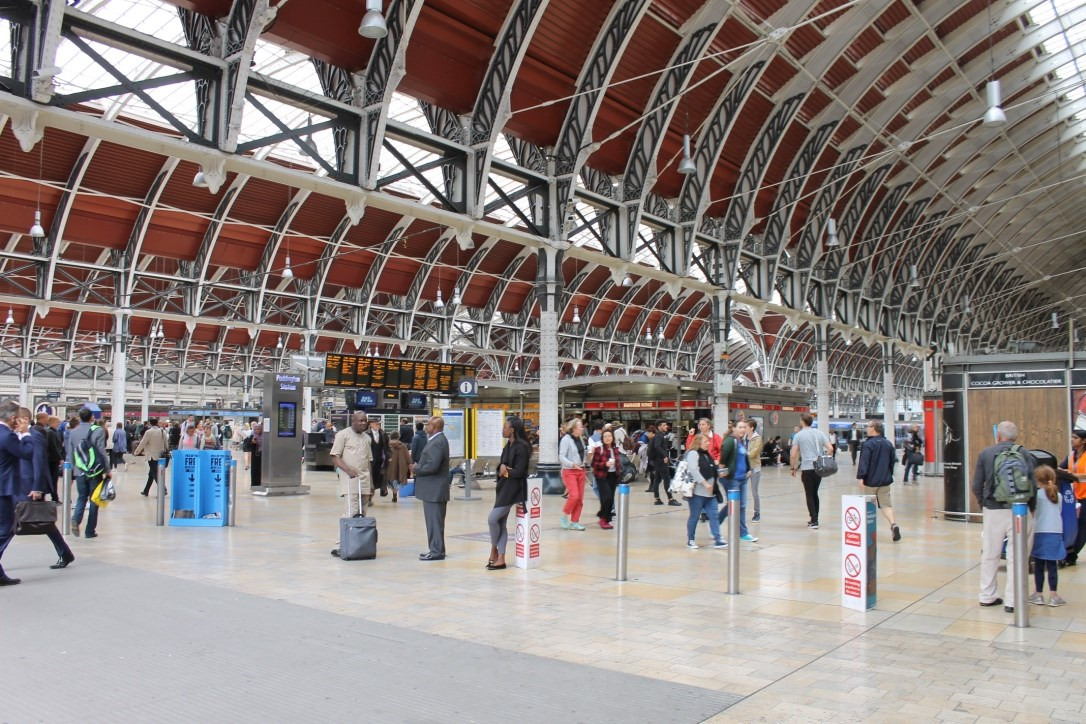 Paddington Station 24/7 – Officers from the British Transport Police launch special operation in the capital with the help of Network Rail colleagues: Padd concourse