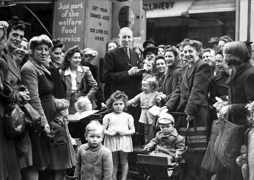 We'll Meet Again - Islington on the Home Front in photographs (1939-45): Finsbury Food Office 1942