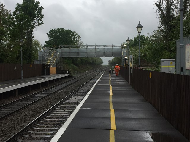 Level crossing in Oxfordshire closes as new footbridge opens: A new footbridge has opened today in Tackley