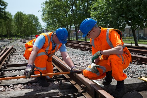 apprentices-on-track