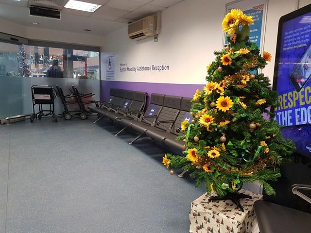 Euston station 'sunflower' Christmas tree reverse angle