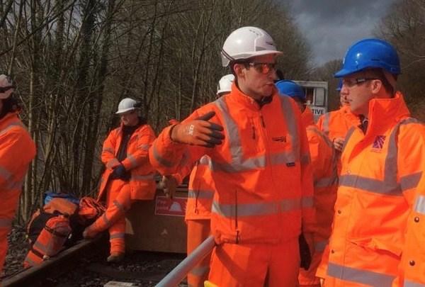 Michael Matheson visits site of storm-damaged Dumfries rail line: 5424f38f-bc92-4ac6-86ab-0dc84f613ddf