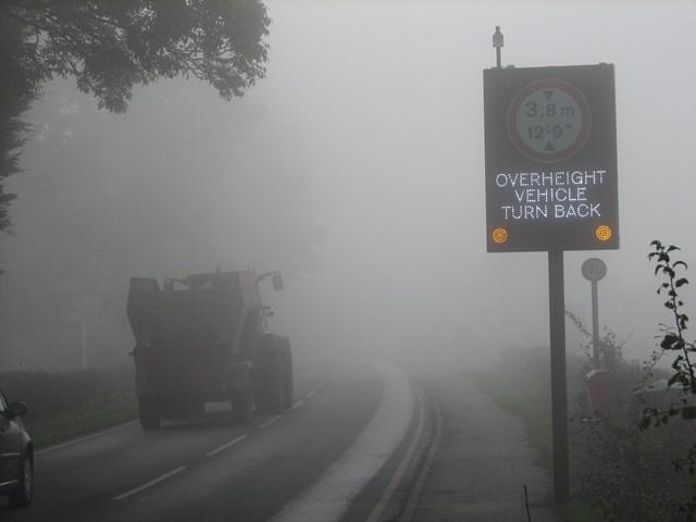 Interactive warning sign at Navigation bridge, Bromsgrove: Interactive warning sign near Navigation bridge, Bromsgrove