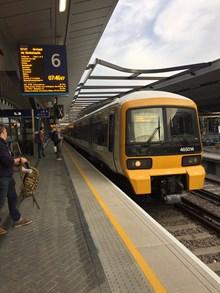 First train platform 6 London Bridge: First passenger train into platform 6 at London Bridge