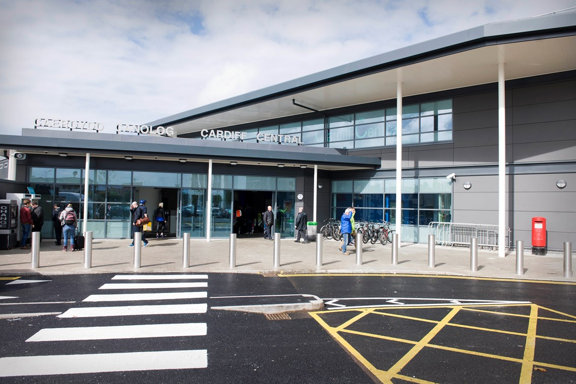 Wales Office Minister visits new entrance which gives passengers more room at Cardiff Central station: Cardiff Central station new south-side entrance