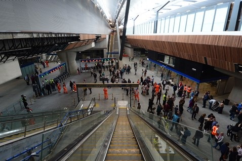 London Bridge concourse from escalator