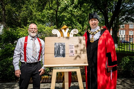 A plaque celebrating Bob Crossman, the first openly gay Mayor in the UK, is unveiled by his consort, Martin McCloghry, and current Islington Mayor Cllr Gallagher