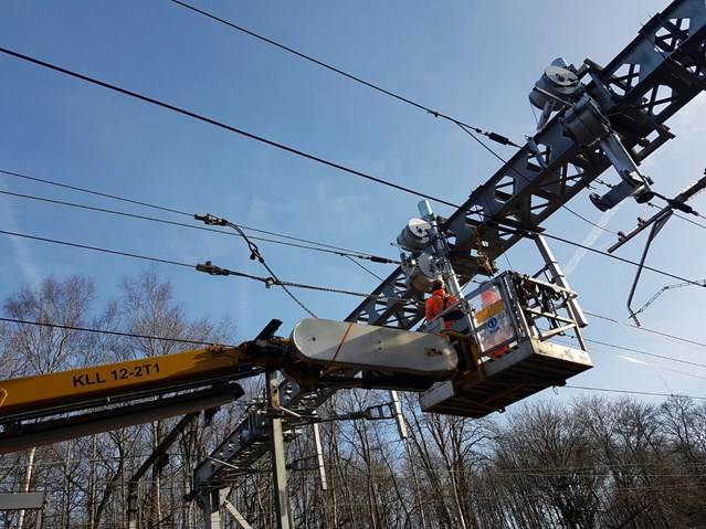 Rail passengers urged to check before they travel as investment in bigger, better railway continues over Easter: Shenfield overhead wire renewal
