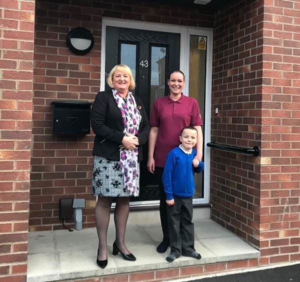 New council homes and playpark in Hunslet given thumbs up : garnetts2-618090.jpg