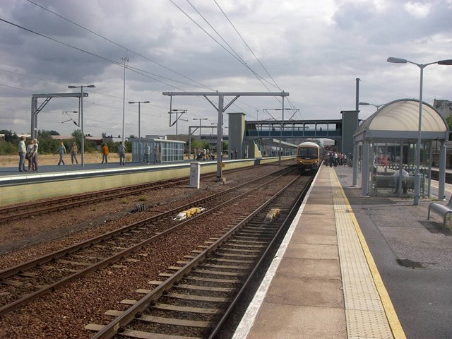 Cambridge island platform and footbridge