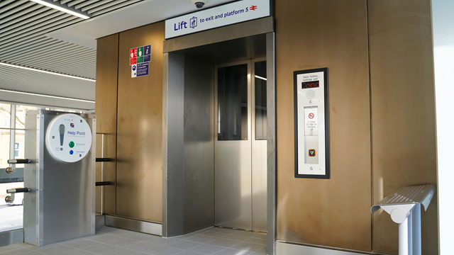 West Ealing station lifts