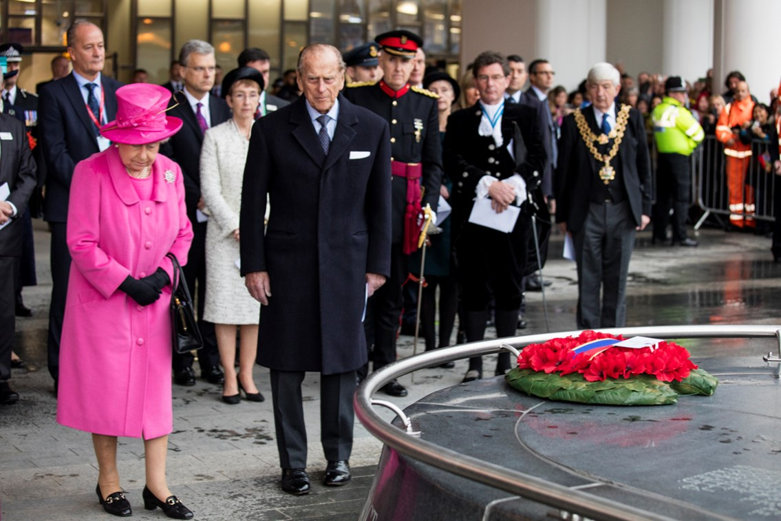 AP 9530: The Queen lays a wreath at the PALS memorial at Birmingham New Street