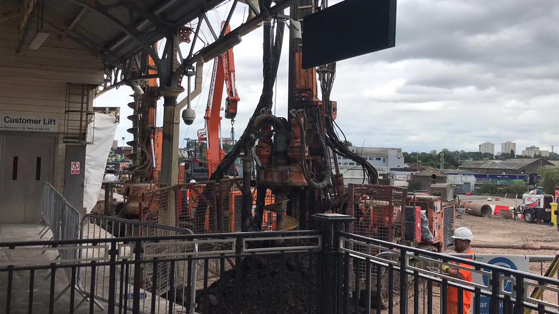 The piling drills at work