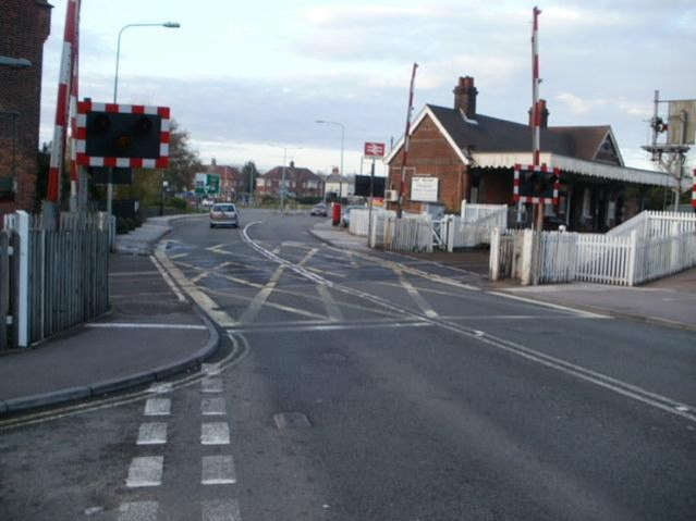 New signal gives green light for reduced waiting times at Oulton Broad North level crossing: Oulton Broad North crossing