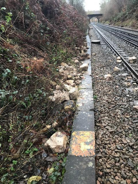 Somerhill landslip debris: Small landslip at Somerhill