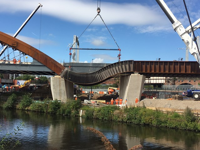 Ordsall Chord nears completion as stunning steel bands are lifted into place: Ordsall Chord cascade lift 14 August 2017